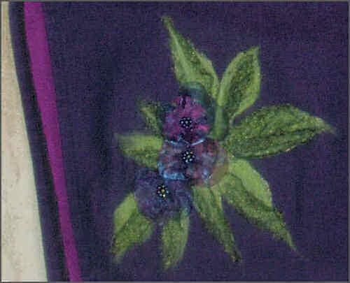 Genbrugsnederdel med uld filtet på stoffet og pynt i organza med